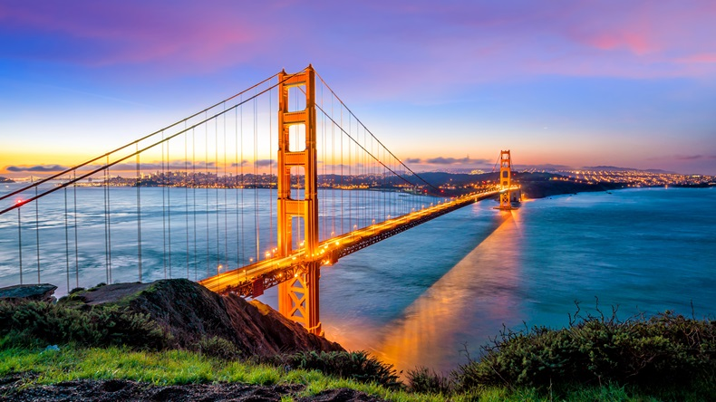 Golden Gate Bridge at sunrise in San Fransisco, CA