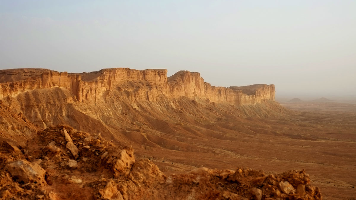 Cliffs-Saudia-Arabia_562044328_1200